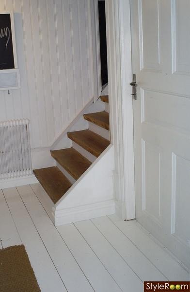 trappa,trätrappa,vitmålade golv,brunt,vitt