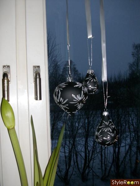 julpynt,kulor,svarta bollar