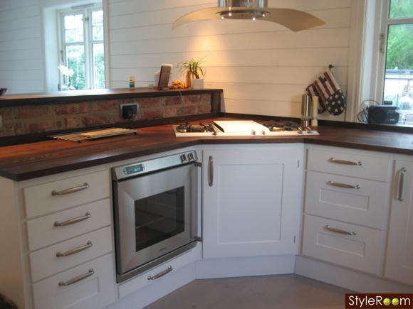 kök,vita skåpsluckor,fläktkåpa
