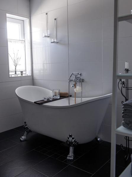 badrum,toalett,badkar,tassar,badkar med tassar