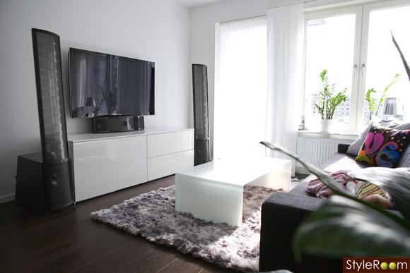 vardagsrum,tv,stereo,matta,soffbord