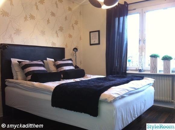 sovrum,säng,kuddar,prynadskuddar