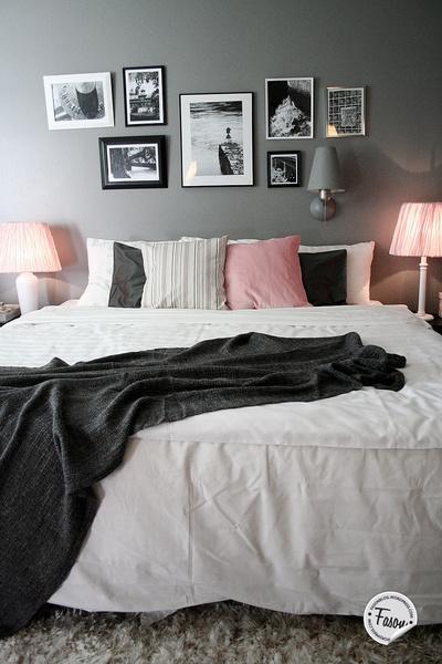 tavelvägg,säng,kuddar,sovrum,fotovägg