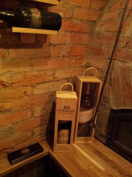 vinlåda,vinförvaring,vinflaska,vin termometer,gammal vinflaska