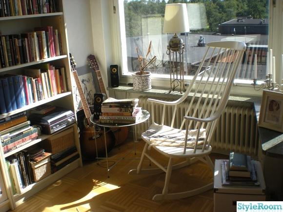 gungstol,marockanskt brickbord,retro,vinylspelare,bokhylla