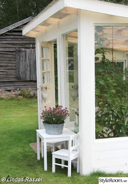växthus,växthusinredning,plantera i växthus,bygga växthus,gamla fönster