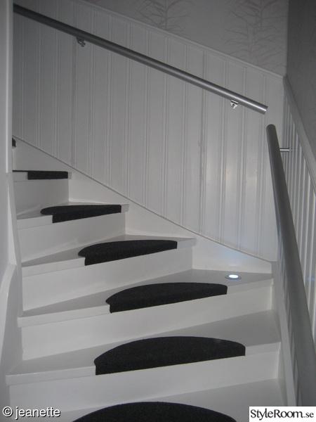 trapphus,vitt,svart,tapet,trappa med belysning
