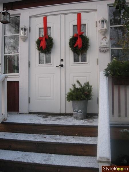 ytterdörr,jul,kransar