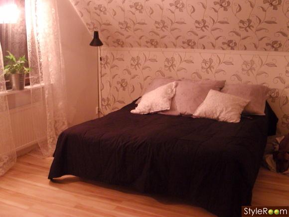 sovrum säng fondvägg