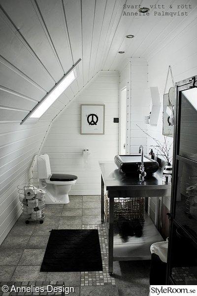 badrumsmöbel,industristil,industriellt badrum,rostfritt i badrummet,vitmålad furupanel