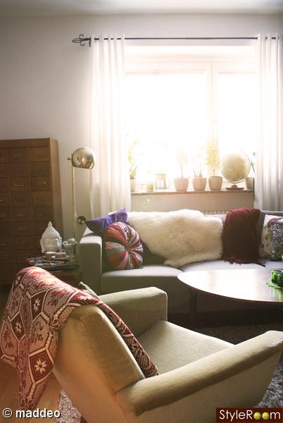 vardagsrum,fåtälj,soffa,golvlampa,kartotek