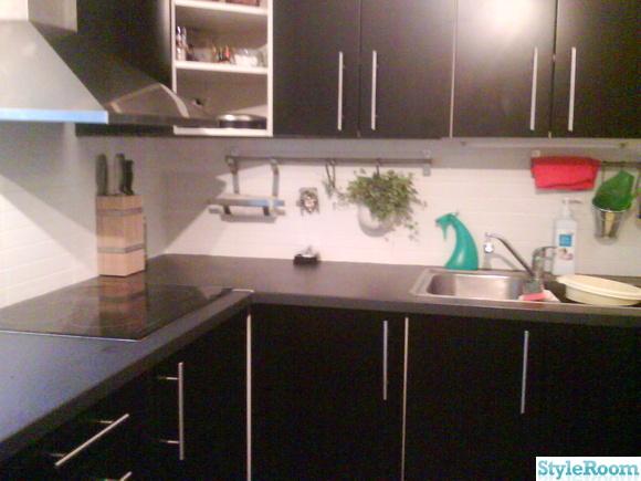 Kok Svarta Luckor : kok svarta luckor  svarta koksluckor,vitt kakel,nytt golv,detaljer