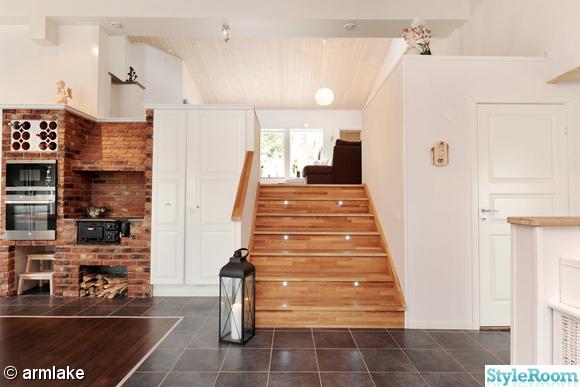 vardagsrum,trappa,tegelvägg