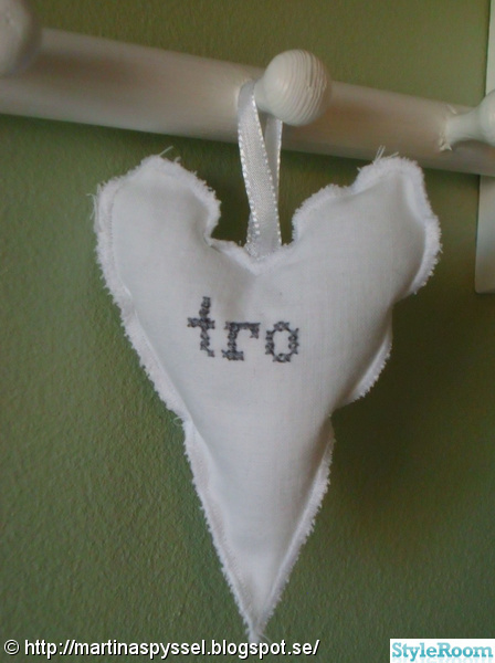 hjärtan,romantiskt,korsstygn,sytt,pyssel