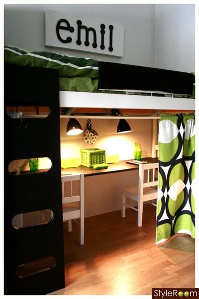 skrivbord,barnrum,grönt,namnskylt,lekhörna