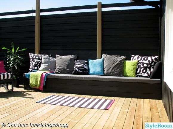 altan,uteplats,platsbyggd soffa,bänk,kuddar
