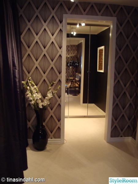 spegel,garderob,vas,blomor,walk-in closet