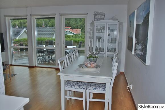vardagsrumsbord,vardagsrum,matsalsbord,vitrinskåp