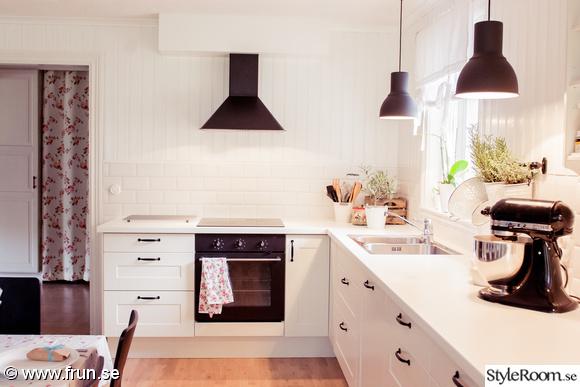 Golv I Kok Och Vardagsrum :  vit bonkskiva  Vort lantliga kok, hall och vardagsrum av Turetott