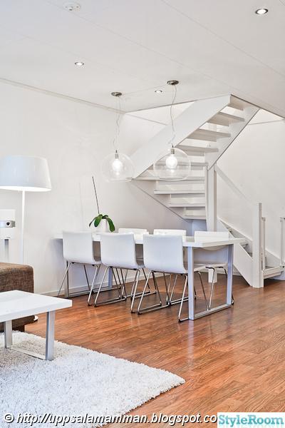 vardagsrum,matplats,vitmålad trappa