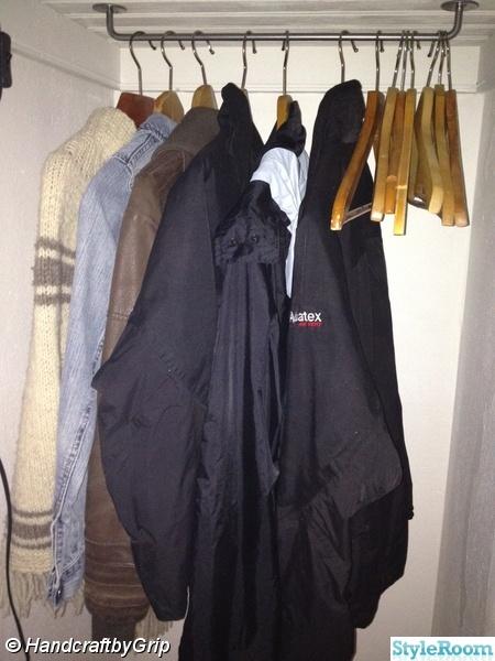 Bild på klädhängare Liten Walk in Closet rymmer massor av MariaBM