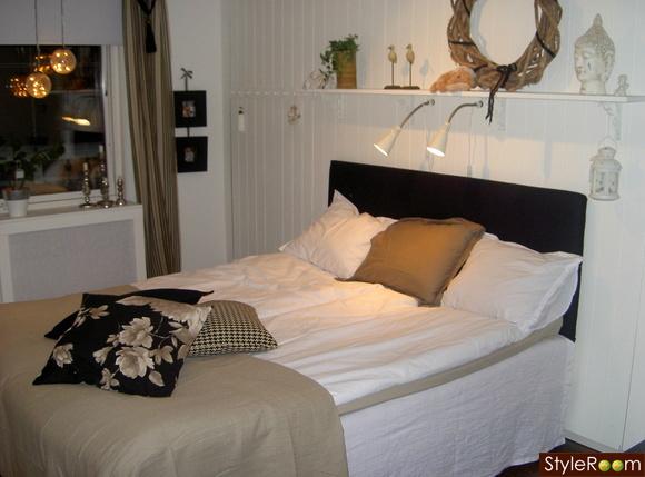 sovrum,sänggavel,panelvägg,svart,vitt
