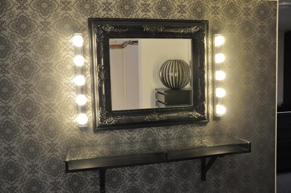 sminkbord,dressingroom,walk in closet,källare,spegel