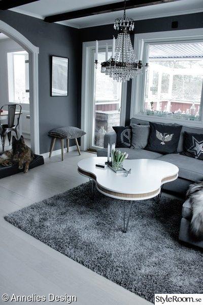 tygsoffa,grått,grå matta,pall,soffbord