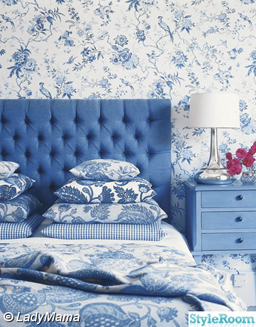 Id er och inspiration till huset hemma hos ladymama for Blue and white bedroom wallpaper