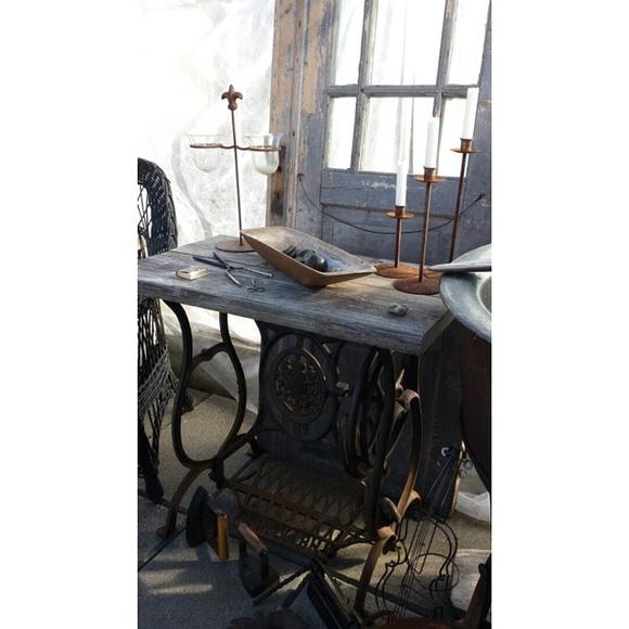 symaskinsbord,symaskinsunderrede,tråg,rost,rostiga ljusstakar