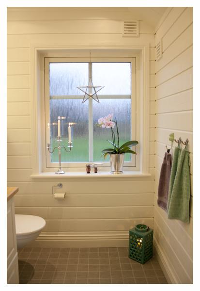 fönster,badrum,kandelaber,träpanel,liggande