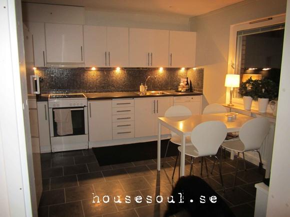 kök,svartt och vitt,modernt,mosaik kakel,kakel