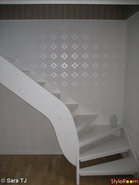 trappa,vit tapet