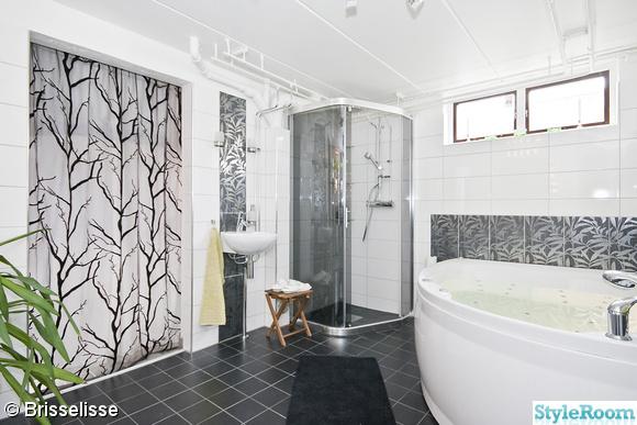 badrum med svart klinkers