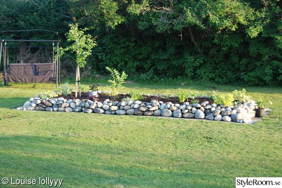 blombänk,stenparti,stenmur,prydnadsträd,daglilja