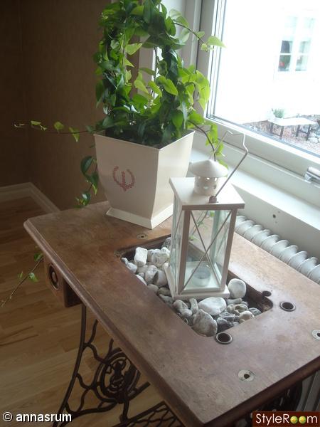 symaskinsbord,lykta,murgröna