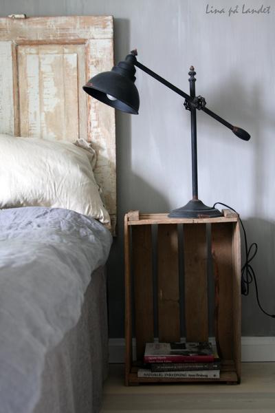plåtlampa,miljögården,sovrum,sängbord,trälåda