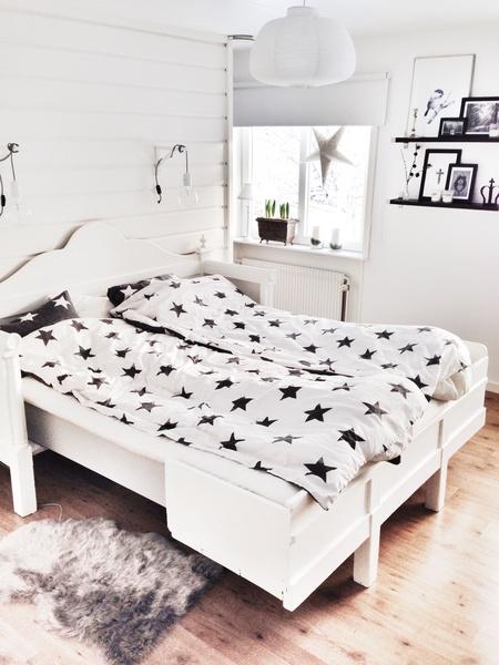 säng,sänggavel,sängkläder,sovrum,kökssoffa