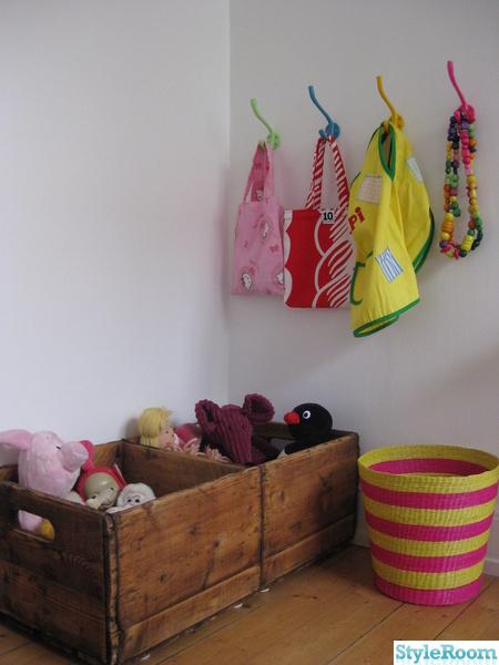 trälådor,färg,krokar,barnrum,afroart