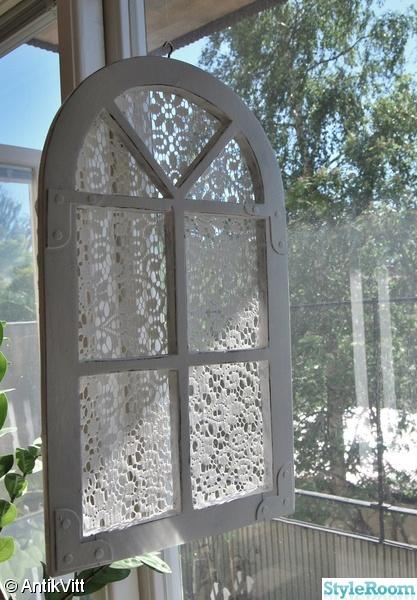 shabby chic,lantligt,vitt och slitet,fönster,spets