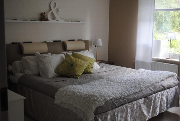 sänggavel fuskskinn lampskärm gekås