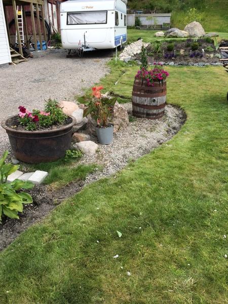 kant,trädgård,stenrabatt,stenträdgård