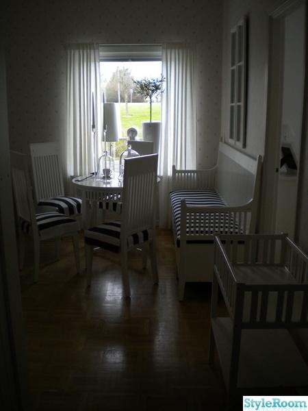 Bild på vardagsrum Vardagsrummet i vitt och lantlig stil av oldis74