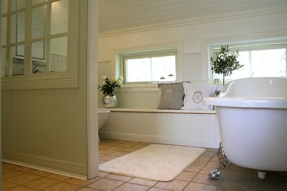badrum,badkar,tassar,måla kakel,träpanel