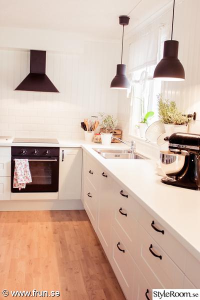 Basta Golvet I Kok Och Hall : plastgolv kok och hall  vit bonkskiva Vort lantliga kok, hall och