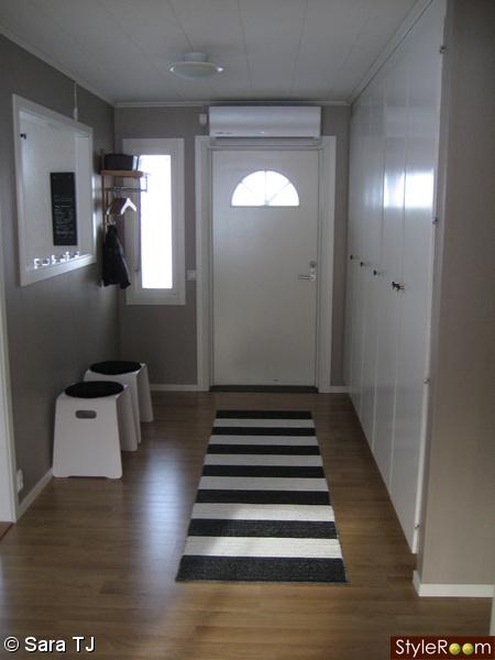 sittpallar,svart,vitt,ytterdörr,klädhängare