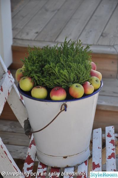höstpynt,höstblommor,äpplen