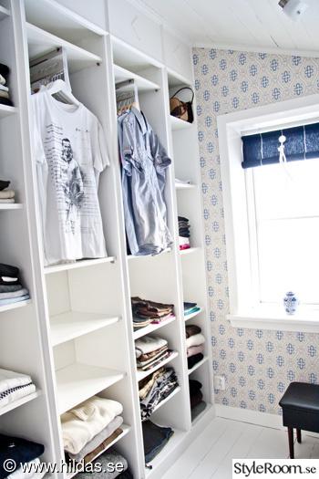 walk in closet,klädkammare,målat trägolv,klädförvaring,walk-in-closet