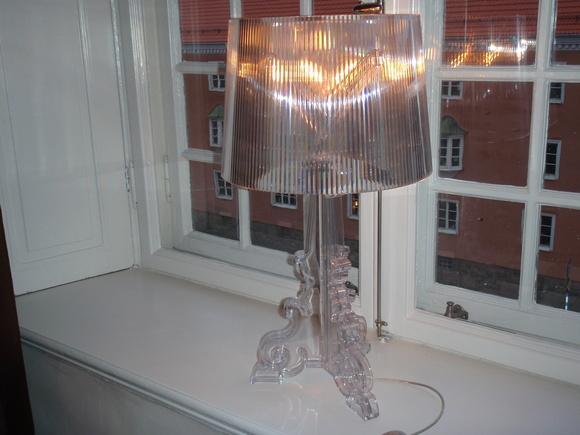 kartell,lampa,plexiglas