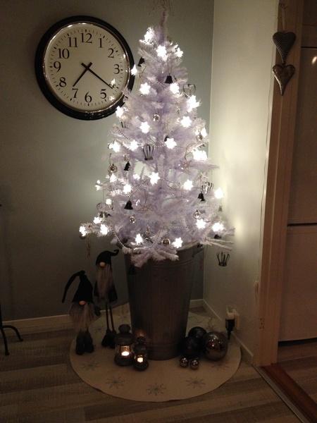 julgran,vit julgran,plastgran,ljusslinga,julgranskulor
